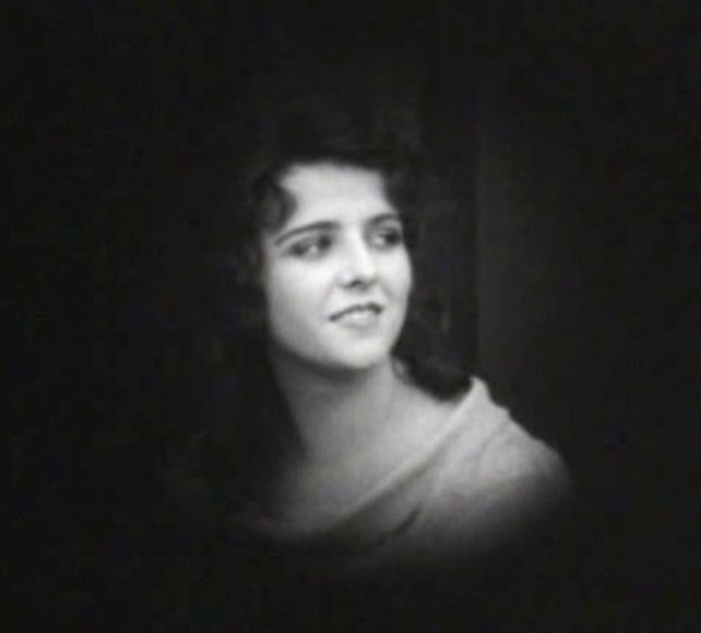 Olive-Thomas-in-Beatrice-Fairfax-ep-10-1916-04